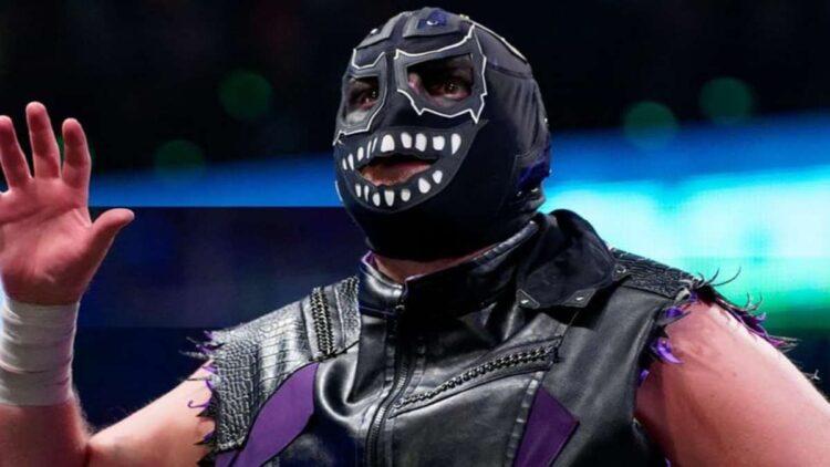 TNT acidentalmente mostra Evil Uno sem máscara