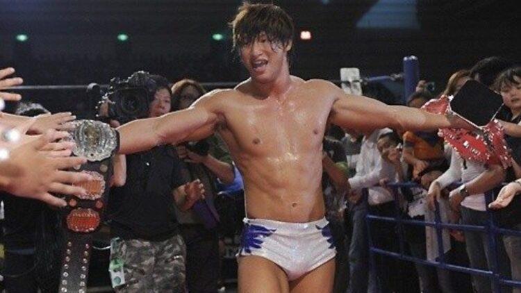 NJPW confirma que Kota Ibushi sofreu um deslocamento em seu ombro
